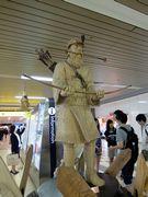 札幌駅のアイヌ像。勿論セミナーの成功をしっかり祈願しお礼した。