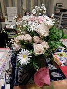 ピアノの発表会で頂いた大好きなピンクのバラ。手前は札幌の方から頂いたアクリルの手芸品。