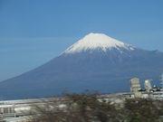 ジャジャジャ~ン。今年初めての富士山。車窓から。