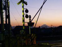 向こうに見えるは。。。そう、我らが富士山です。
