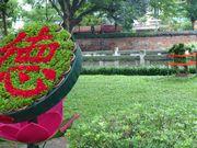 文廟(昔の大学)の庭。どこでも「徳」は大事。